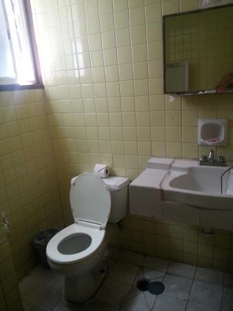Hotel Belmar: aguanta...siempre lo limpiaban.