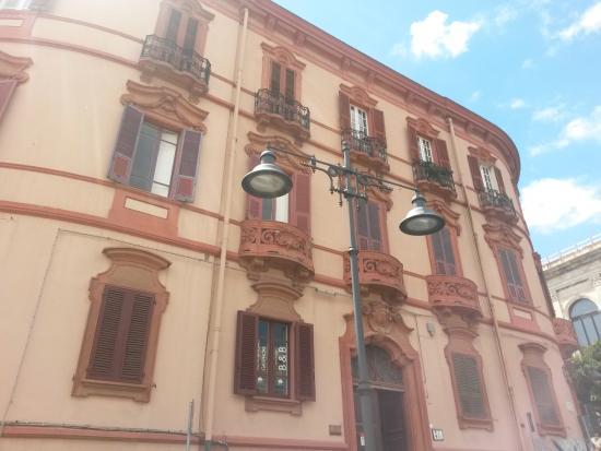 Al Bastione di Cagliari : palazzo Valdes