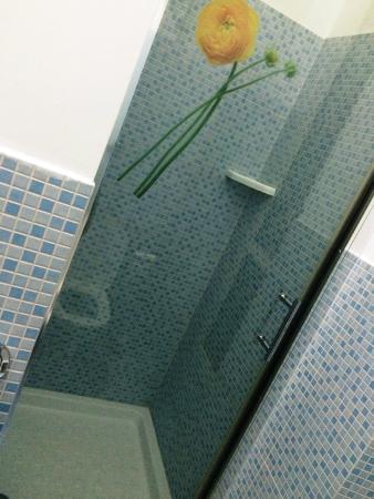 Hostella Female Only: banheiro