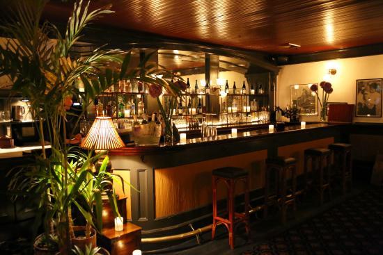 Le Colonial: Bar