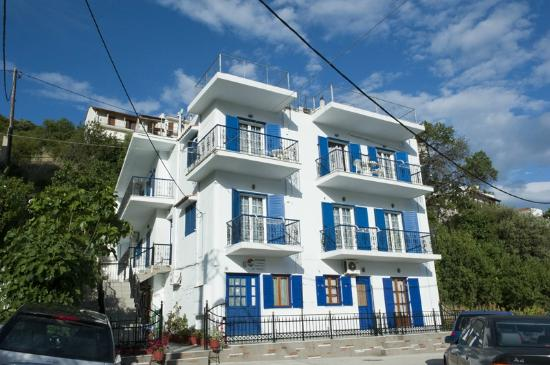 Syraina apartments see reviews price comparison and 7 for Skiathos town hotels