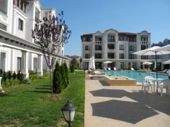 Green Life Beach Resort: бассейн