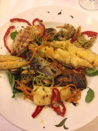 Bistro Yasmin Fisch Restaurant: The mixed platter - mussels, prawns, anchovies, cod, shark, scorpion fish, sea bass, mackerel. 5