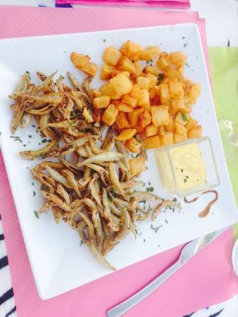 La Saladerie: Calamars à l'armoricaine, friture d'éperlans et flan à la châtaigne.