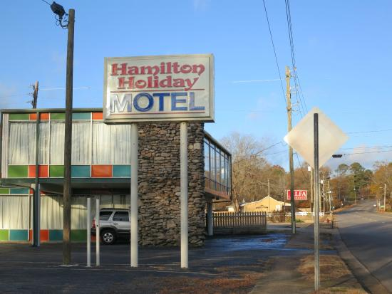 Hamilton Holiday Motel: Motel sign
