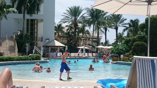 Naples Grande Beach Resort: pileta