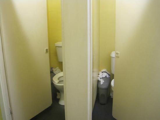 Piccadilly Backpackers Hostel: Estado del baño