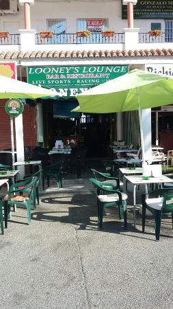 Looneys Lounge