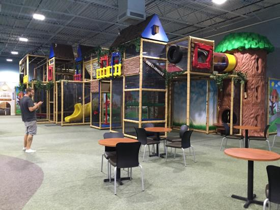 Mountain Play Lodge: Climbing play area with 6 slide options, and parents are able to climb up.