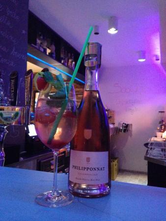 SooChic Restaurant & Lounge Bar: Strawberry Hugo Rosè