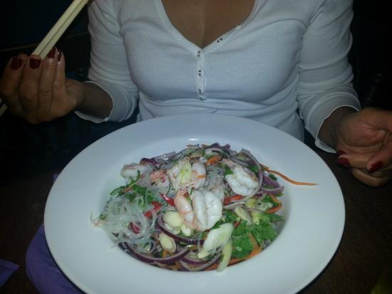 The Star Inn: King Prawn Thai Salad.