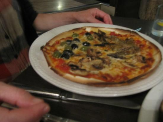 Infusion: Lovely pizza, quattro stagioni but chose not to have ham! Well, who likes winter part of it anyw