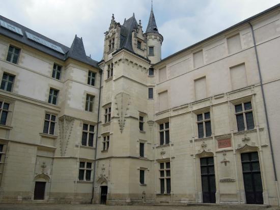 Musee des Beaux-Arts : Особняк Барро (здание музея) - парадный двор