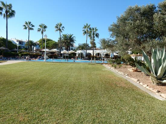 Apartamentos Parque Mar : View of the main pool and garden - Parque Mar