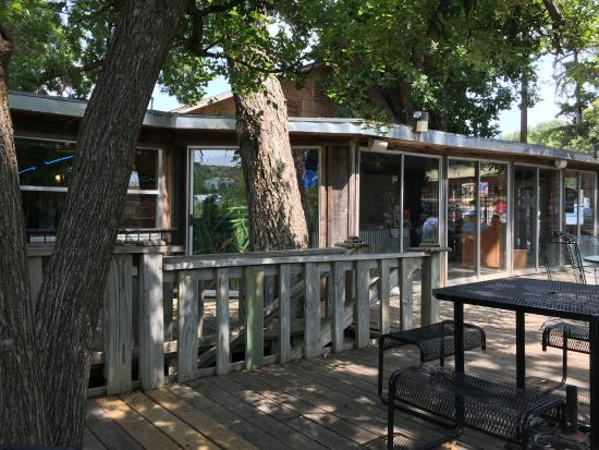 Riverside Cafe : The patio is shaded by giant pecan trees
