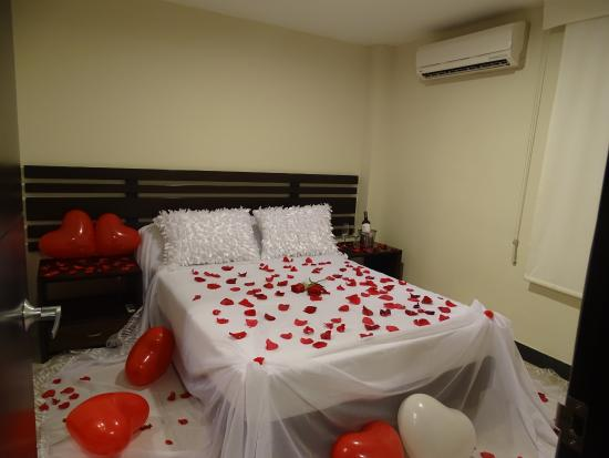 Hotel y restaurante villa hasbleidy desde for Cuartos decorados con velas