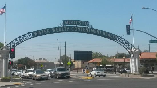 The Modesto Arch August 2015