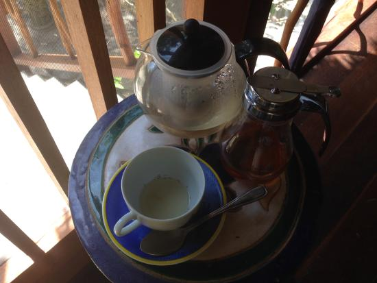 Turtle Inn: Tea pot left in room