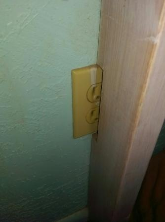 Days Inn Parowan: Useless wall socket, Not My Job!