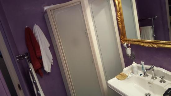 Salle de bains chambre 104