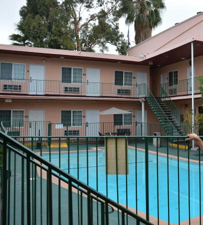Rodeway inn swimming pool and rooms