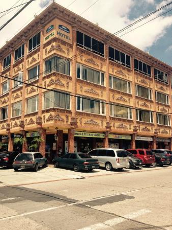 Howard Johnson Inn Guatemala City: Building