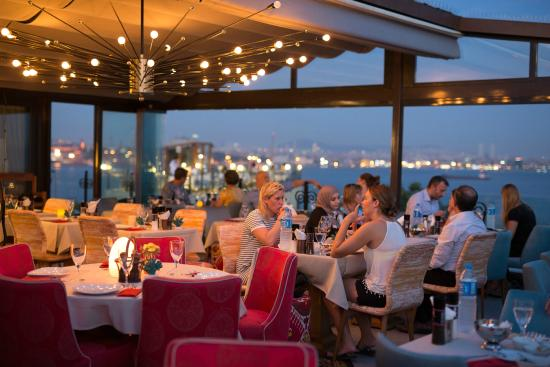 Tria Elegance Terrace Restaurant