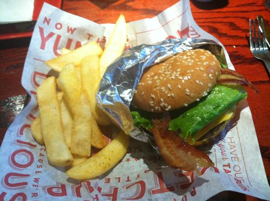 Red Robin Gourmet Burgers: My burger