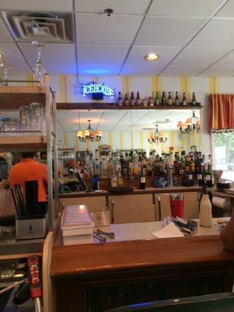 Ice House BBQ: Bar Area