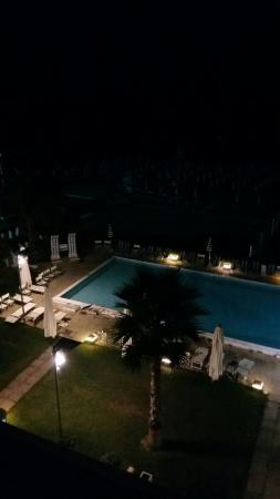 Abruzzo Marina Hotel: Posizione ottima ... struttura bella ... servizi e cibo scarsi ....