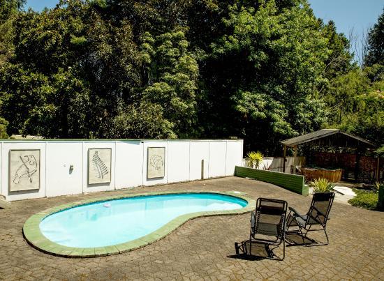 Redwood Lodge : pool area
