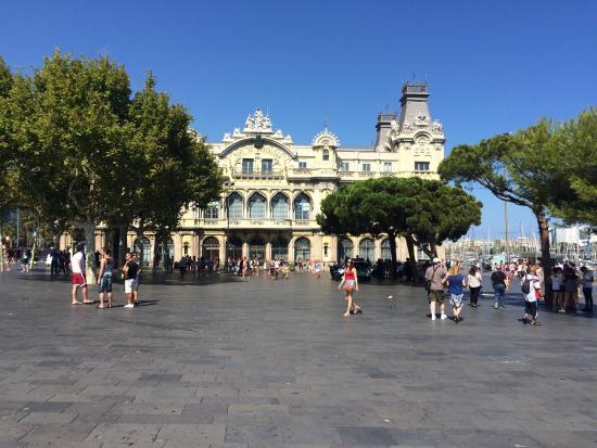 El Puerto de Barcelona: Bonita vista! Próximo a um teleférico, com algumas opções de passeio de barco!