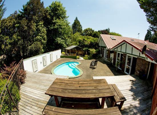 Redwood Lodge : Outdoor area