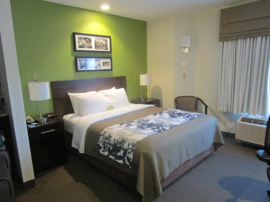 Sleep Inn & Suites: Our Sleep Inn room