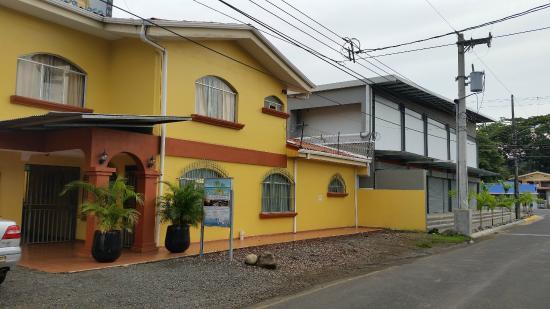 Posada Jaco: front of hotel