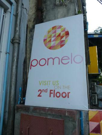 Pomelo: Outside Sign