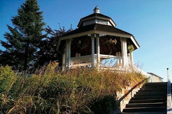 Wolfeboro, Нью-Гэмпшир: Gazebo overlooking Lake Winnipesaukee