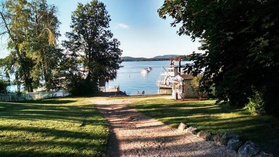 Wolfeboro, NH: Heading towards the private beach and dock.