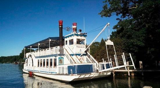 Wolfeboro, Нью-Гэмпшир: Hotel's paddleboat