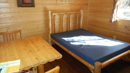 Manzanita Lake Camping Cabins: 2 person - full bed, table