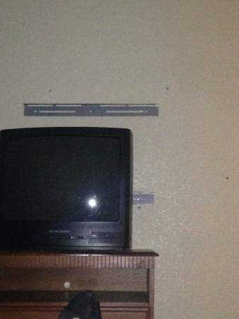 Jackson Hotel & Convention Center: Leftover TV mount left on wall