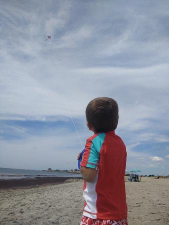Саут-Кингстон, Род Айленд: Just enough wind for good kite flying, but not so much as to be a bother