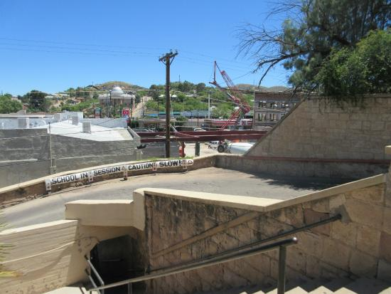 Nogales, AZ: Exit stairs to the street