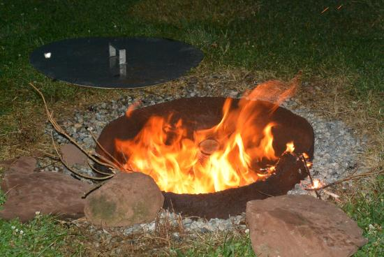 St. Lawrence Motel: Firepit