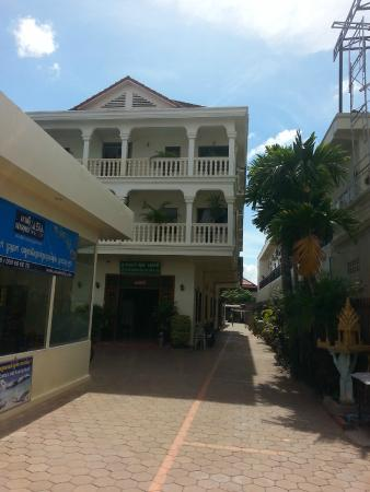 Sun Sengky Guest House: Front