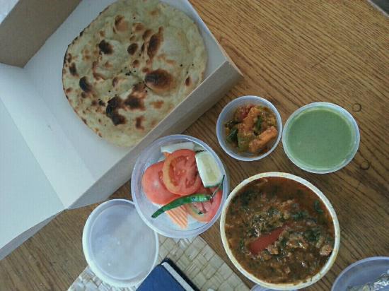 Haandi Restaurant: Ordered butter naan & chicken curry lahori.