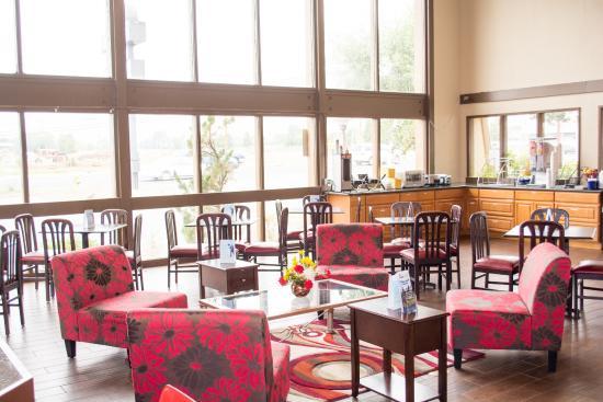 Days Inn Klamath Falls: Lobby & Breakfast