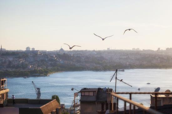 Galata Flats: Partial view of Golden Horn & Old Town-3BR Penthouse w balcony