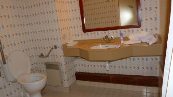 badkamer - Picture of Disney\'s Hotel Cheyenne, Marne-la-Vallee ...