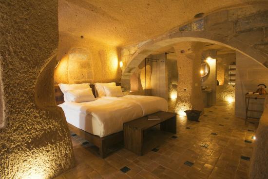 Millstone Cave Suites: Deluxe junior suite room 1004